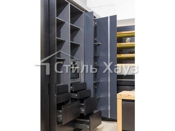 Кухня с фасадами из крашенного МДФ Система экоцемент черный/ДСП-шпон массив ясеня масловоск палисандр